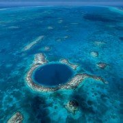 Le Grand Trou Bleu, atoll de Lighthouse Reef, Belize. ©Yann Arthus-Bertrand