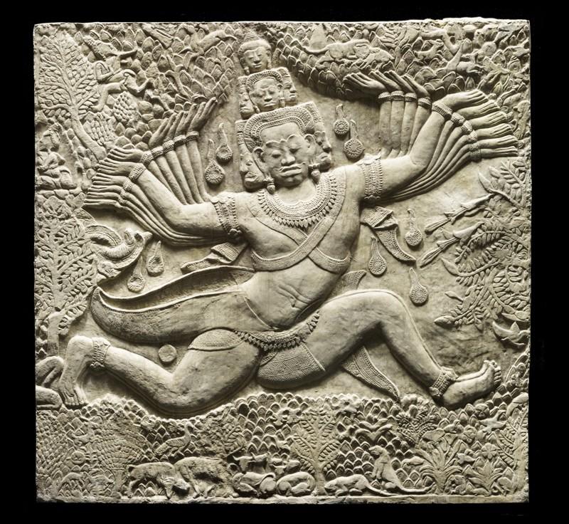 Plâtre du temple d'Angkor Wat représentant Ravana secouant le mont Kailasa. ©Musée Guimet