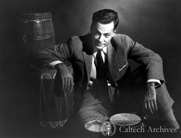 Le physicien Richard Feynman était aussi un joueur de bongo. ©Caltech Archives